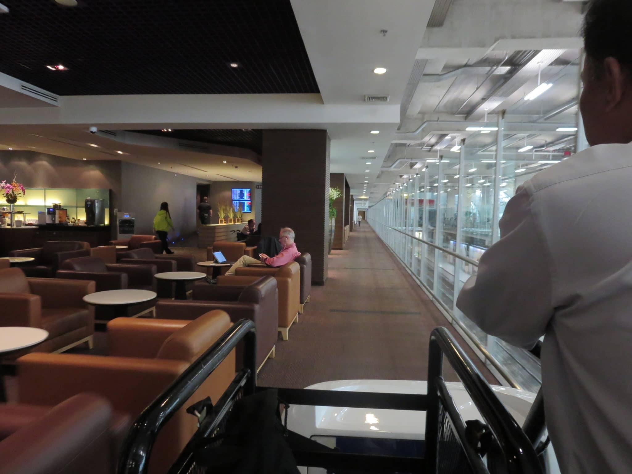 Thai_Airways_First_Class_Lounge_Bangkok_Buggy_4