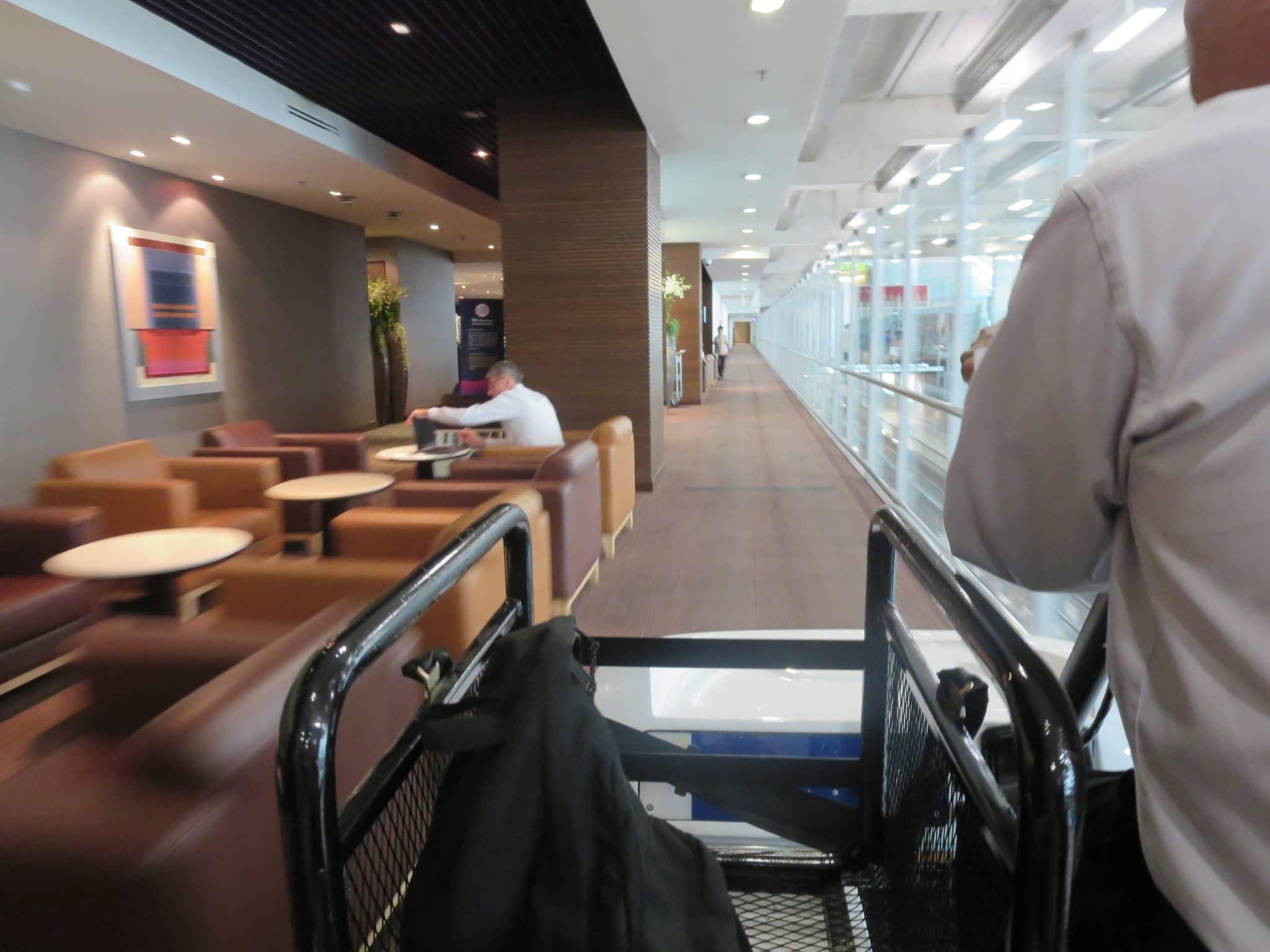 Thai Airways First Class Buggy Fahrt