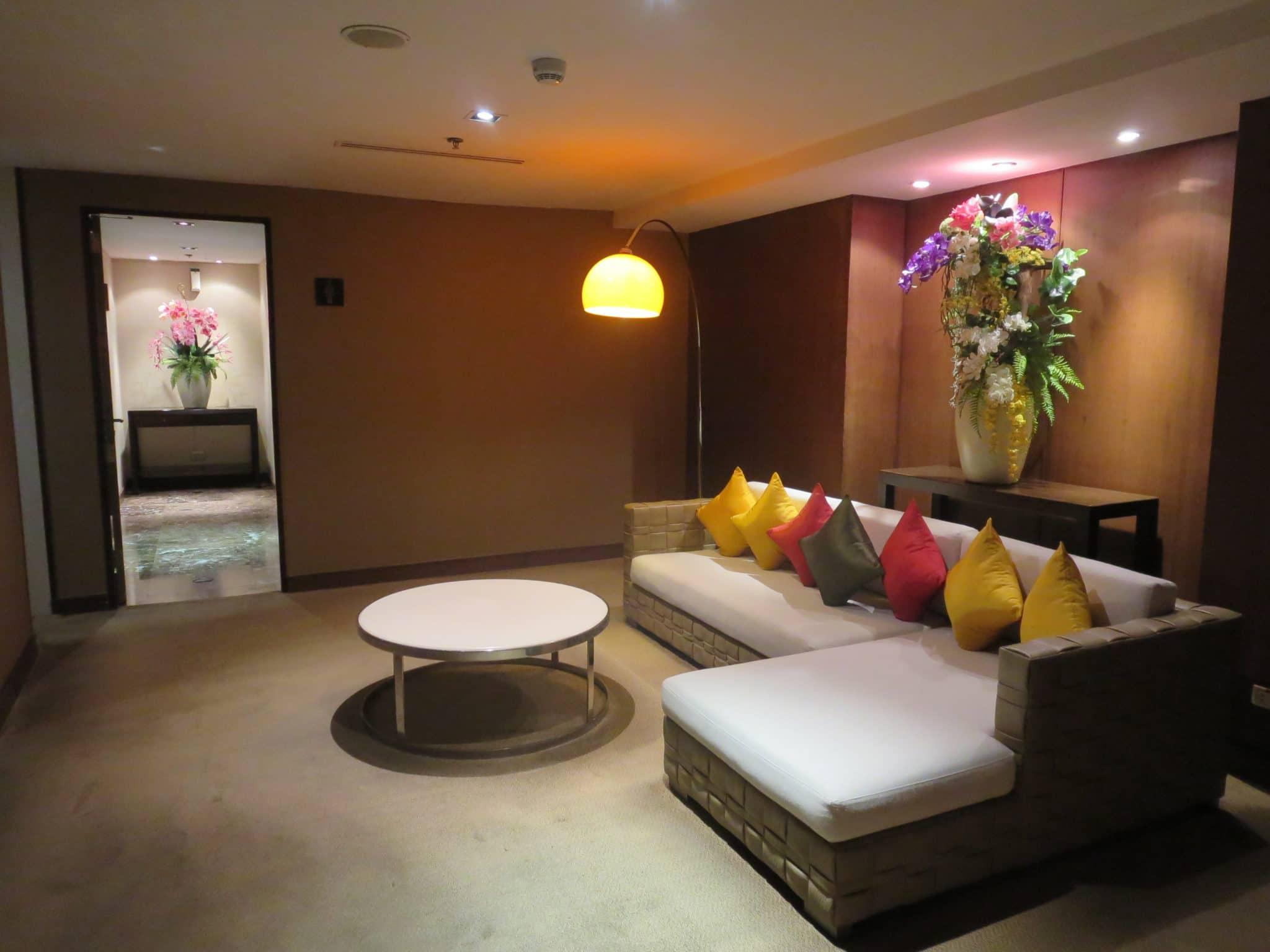 Thai Airways First Class Lounge WC