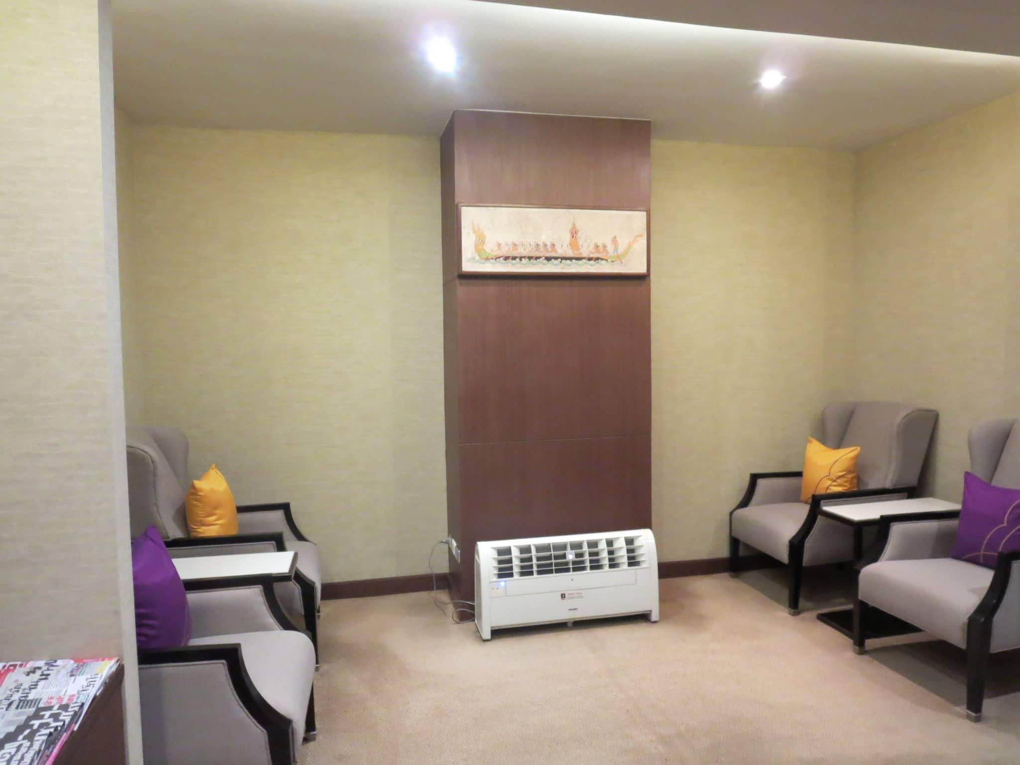 Thai Airways First Class Lounge Computerecke