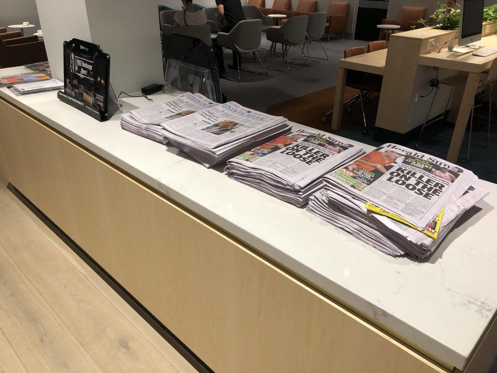 The Qantas Club Melbourne Zeitungen