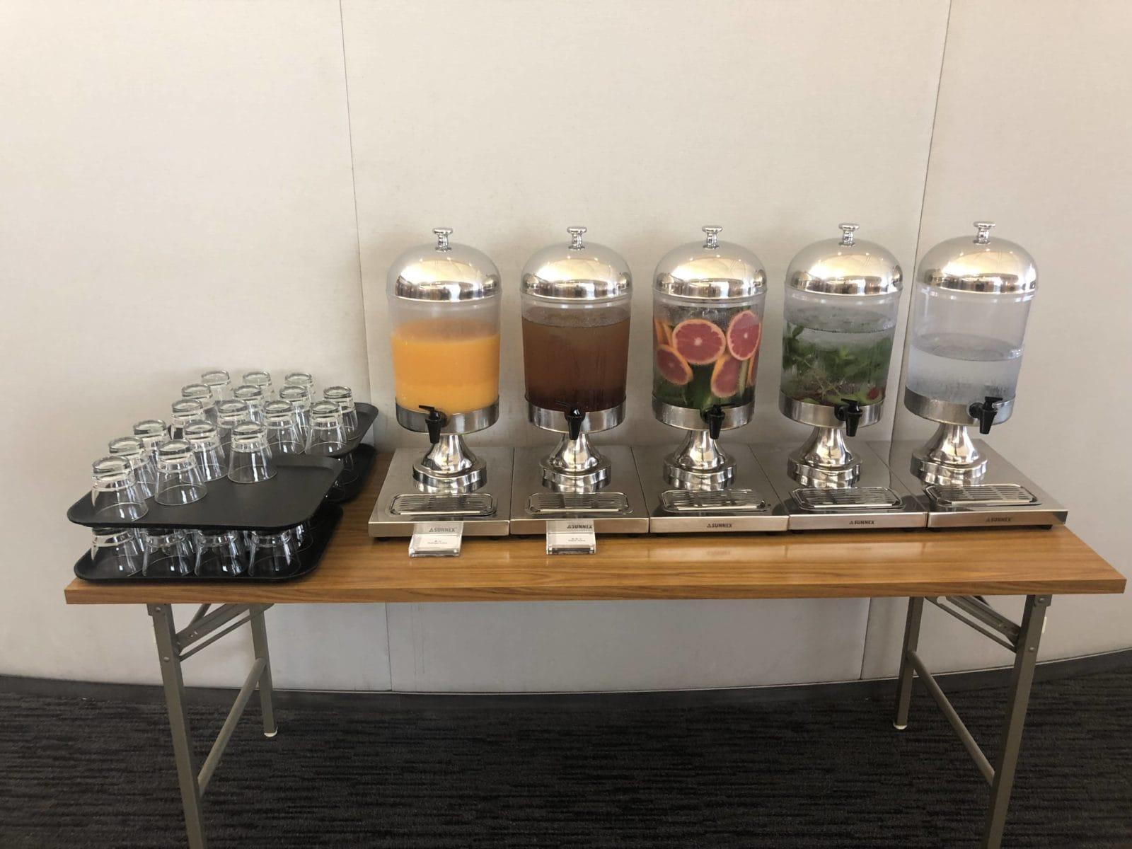 United Club Hong Kong Saefte und Wasser mit Geschmack