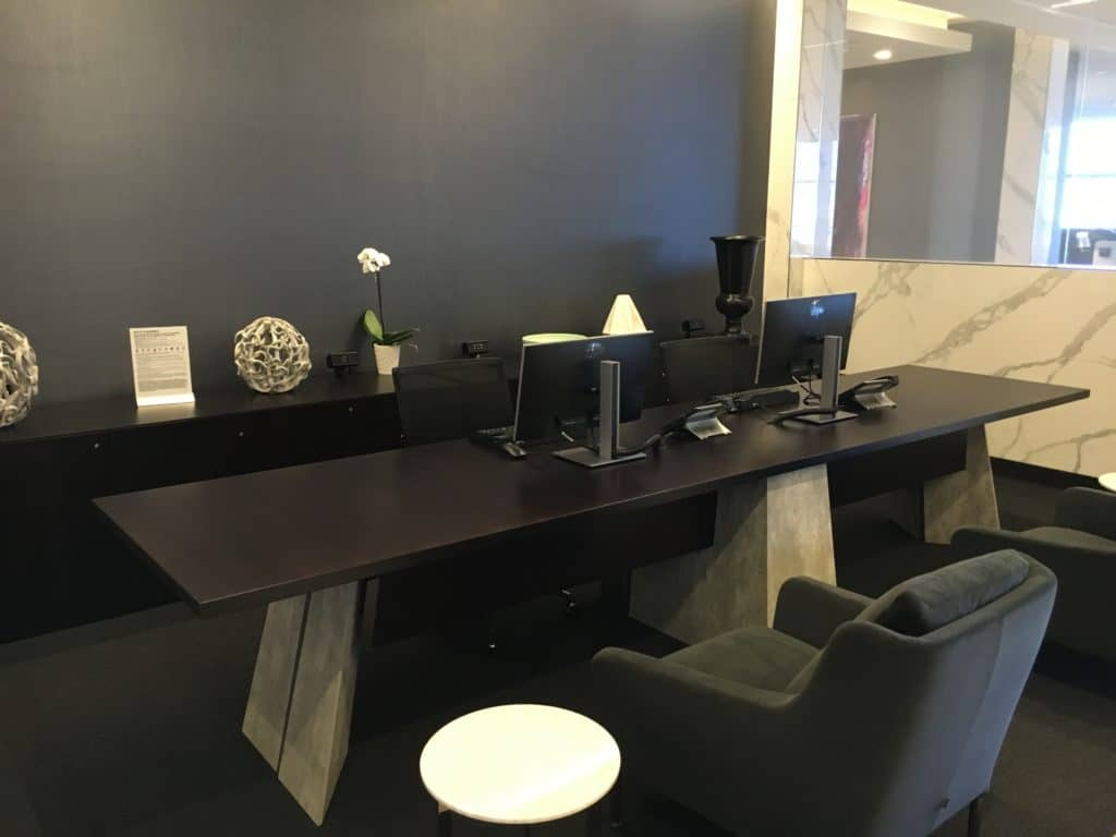 United Polaris Lounge LAX - Business Center