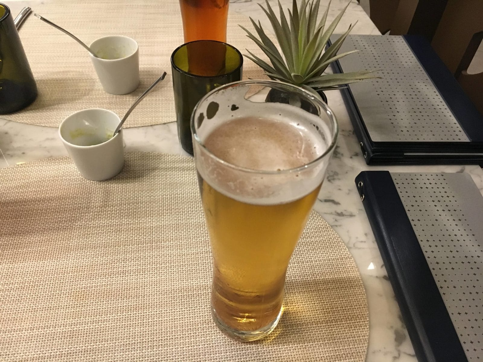 United Polaris Lounge LAX - Stella Artois Bier