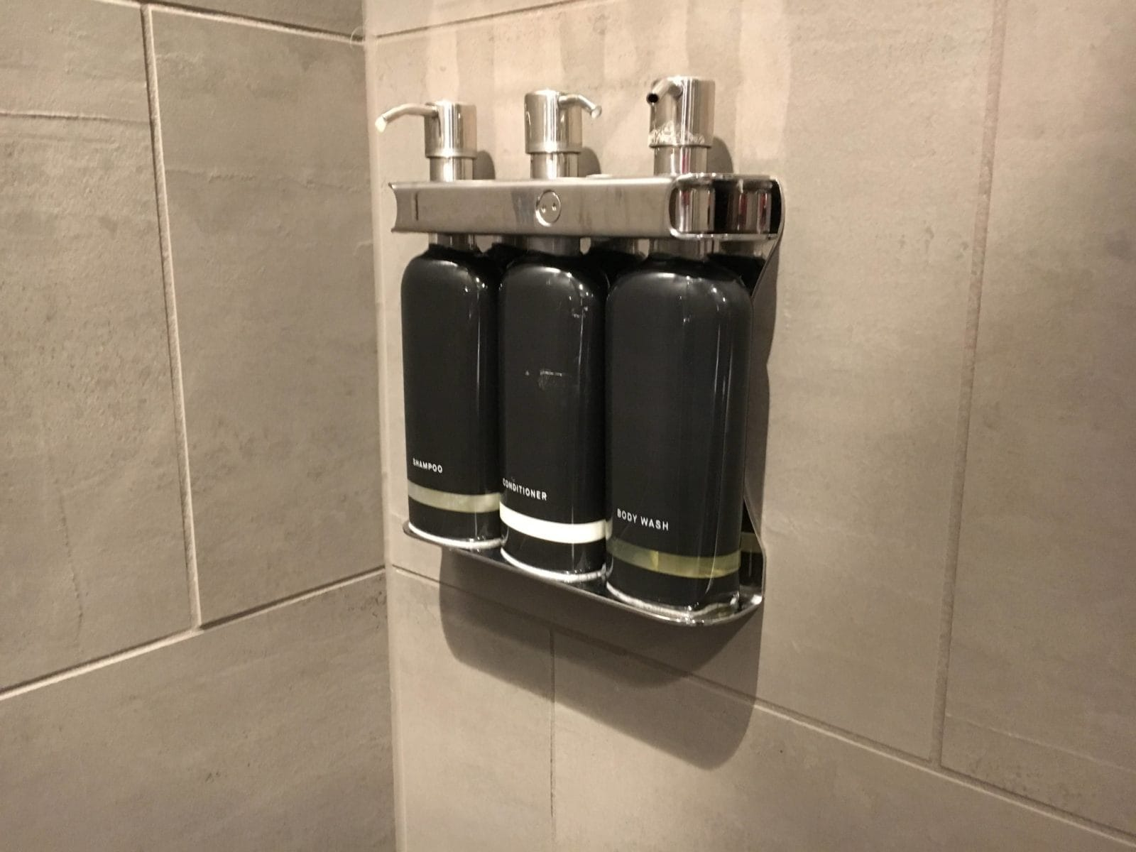 United Polaris Lounge LAX - Shampoo & Conditioner