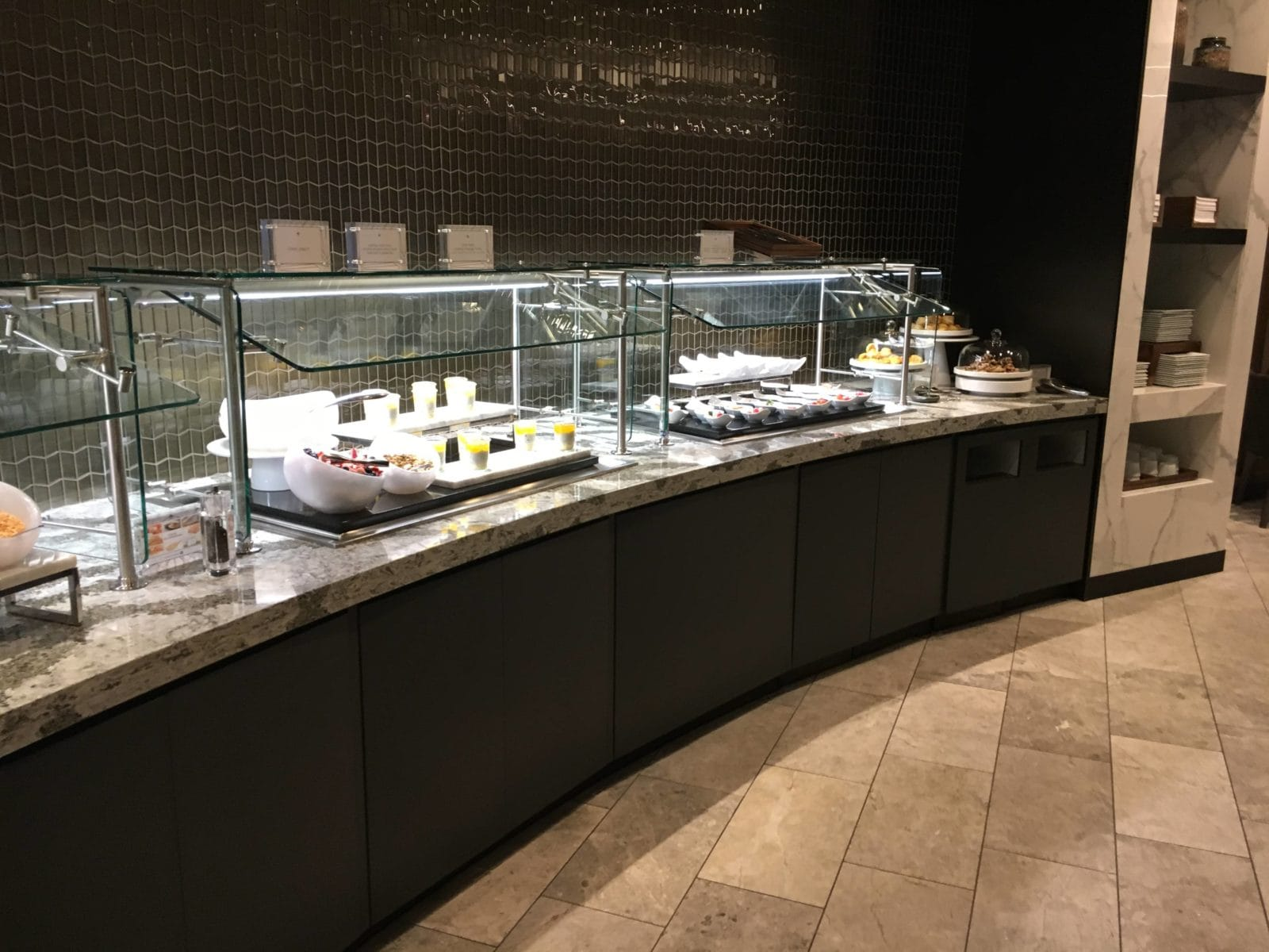 United Polaris Lounge LAX - Buffetstation