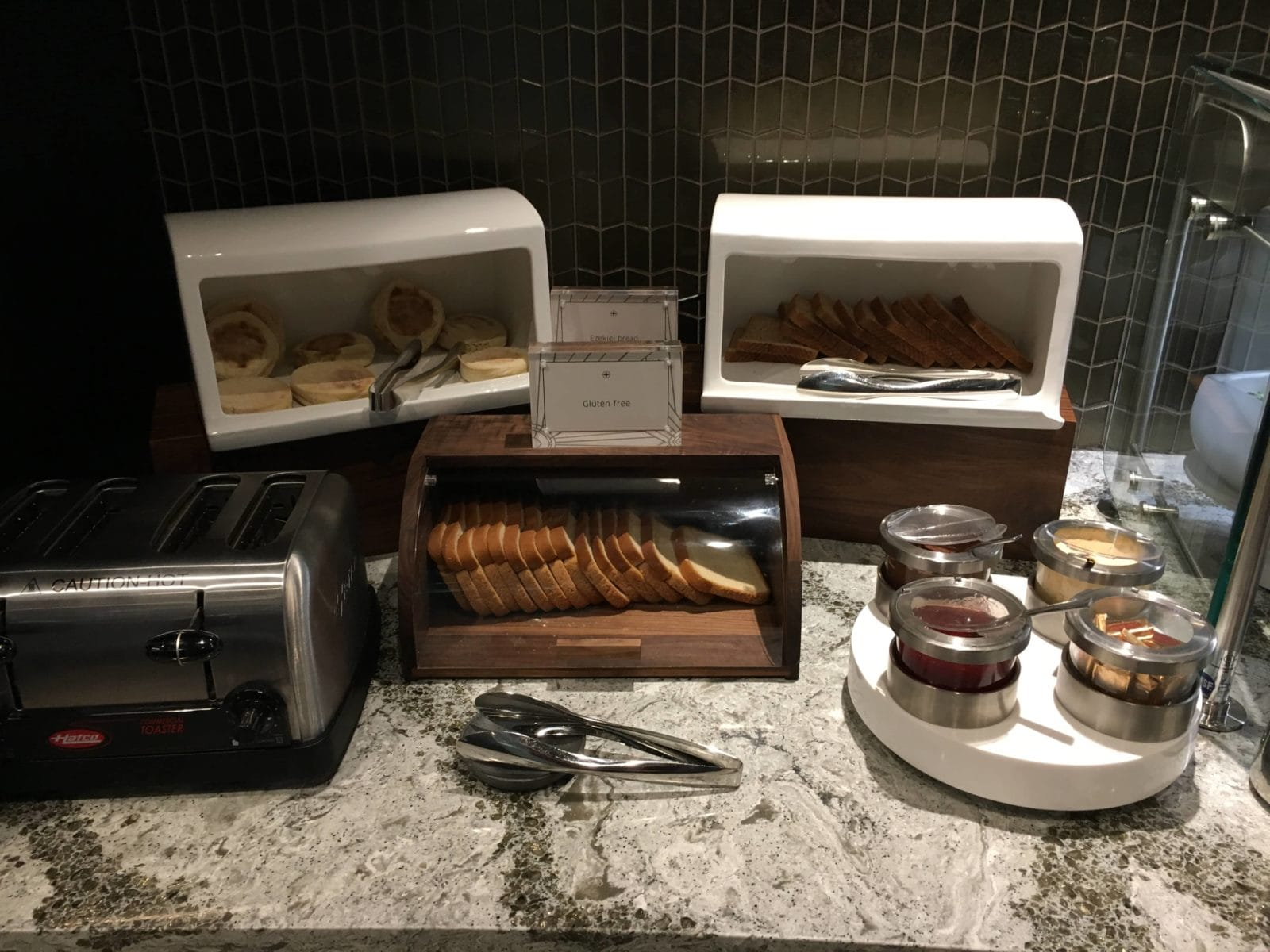 United Polaris Lounge LAX - Brotstation