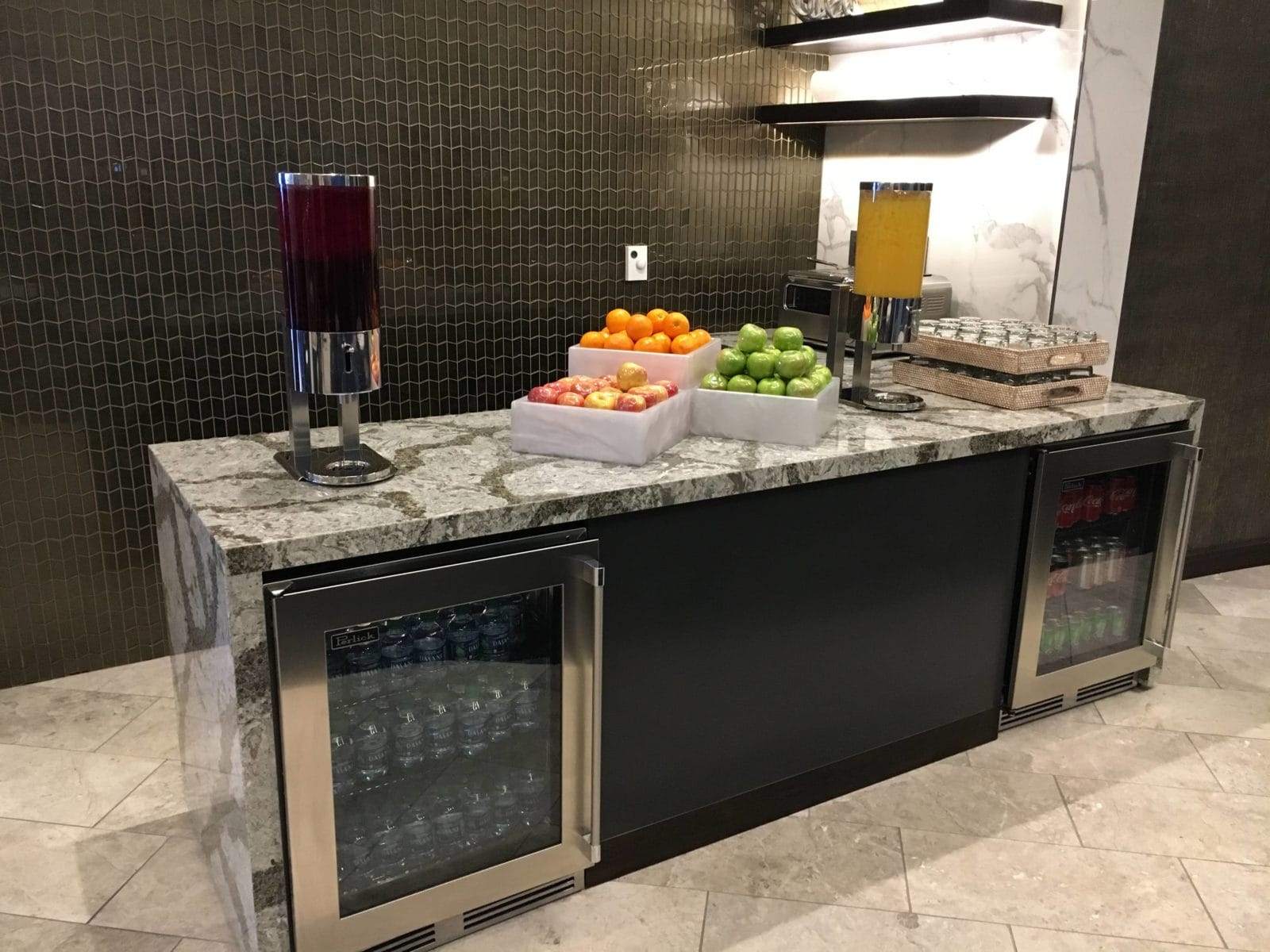 United Polaris Lounge LAX - Getränkestation 1