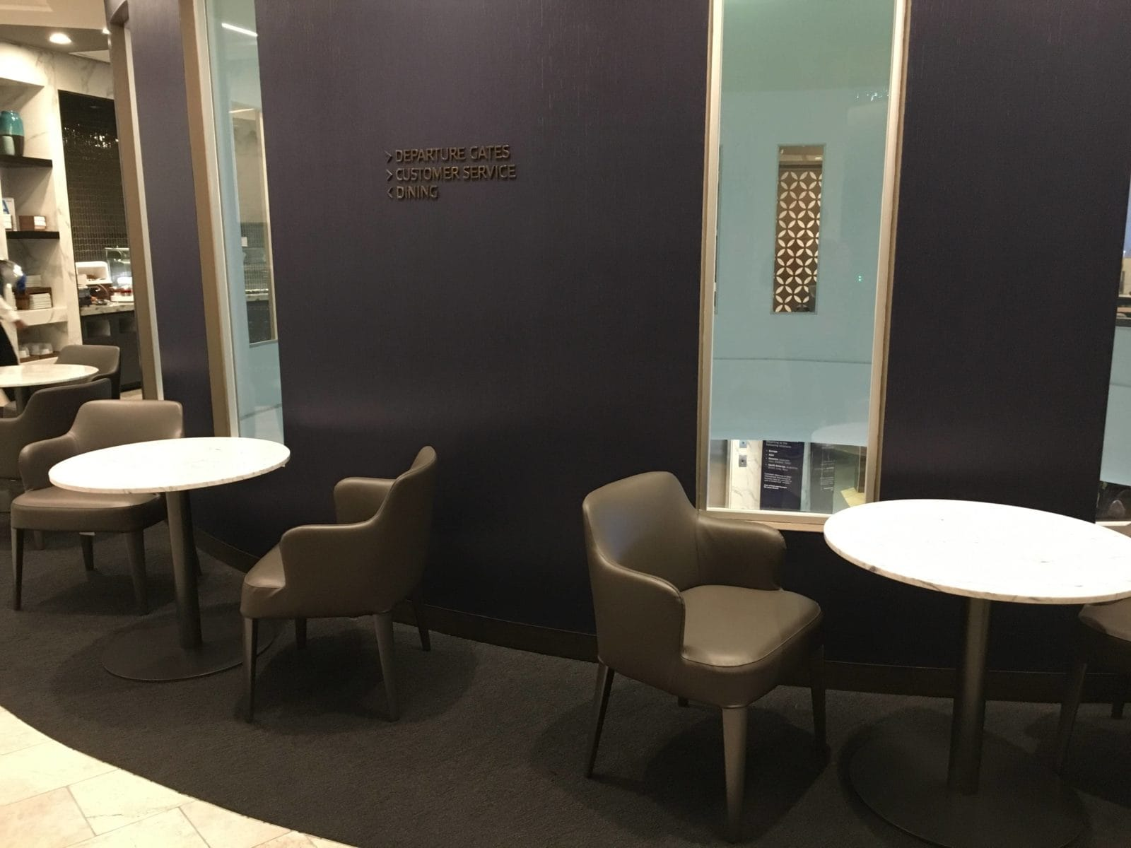 United Polaris Lounge LAX - Sicht ins Terminal