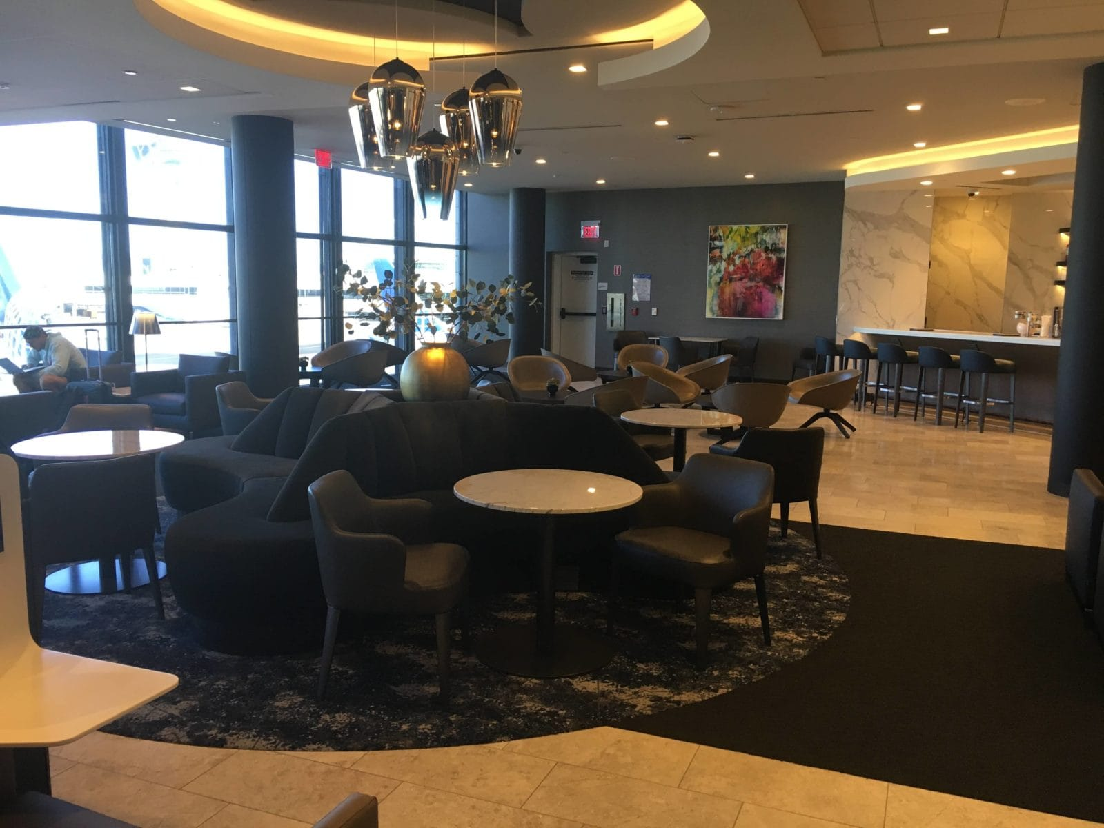 United Polaris Lounge LAX - Sofa